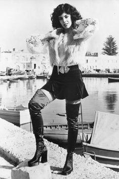 Boots girls years • Stivali e minigonne anni 1960 e 1970 Seventies Fashion, 60s And 70s Fashion, Retro Fashion, Vintage Fashion, Womens Fashion, 70s Mode, Retro Mode, Mode Vintage, Vintage 70s
