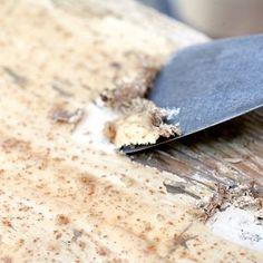Décaper un meuble, c'est la première étape de la nouvelle vie que vous lui offrez. Passage primordial avant de repeindre la surface que vous voulez retravailler... Old Furniture, Furniture Makeover, Painted Furniture, Home Crafts, Diy And Crafts, Shaby Chic, Crafty Craft, Woodworking Plans, Feta