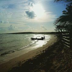 Op Cozumel vonden we dit verlaten strandje in het zuiden van het eiland.  Juist wij en enkele vissers die net op het water gingen.  Heerlijk genieten van de rust en schoonheid rondom ons.  Het Westen van het eiland is ingepalmd door het massatoerisme, maar in het zuiden zijn echt wel enkele pareltjes terug te vinden.  Huur een wagen in San Miguel en rijd naar het zuiden om van het eiland optimaal te kunnen genieten.  Bezochten jullie onlangs een uniek strandje? En waar je je even alleen…