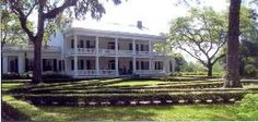 Get the real southern atmosphere - visit a plantation