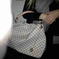 #Wholesale #LV #Bags $227.99!!!!! Amazing price!!!(could do without the front part)