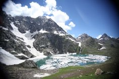 Professional arrangements for Kashmir great lakes trekking packages for group treks,with experienced crew staff.specialist trekking in Kashmir