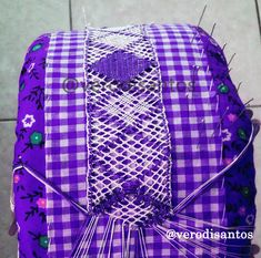 Bobbin Lacemaking, Messenger Bag, Diy And Crafts, Embroidery, Cool Stuff, Sewing, Crochet, World, Folklore