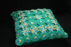 Almofada de crochê e fuxico . | Flickr - Photo Sharing!