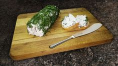 Бюджетный и максимально простой рецепт сливочного сыра своими руками. Такой домашний рецепт позволит приготовить невероятно нежный и вкусный сливочный сыр из кефира с зеленью. | Здоровье с HeadInsider
