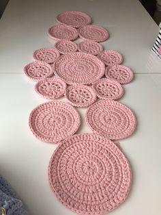 Image gallery – Page 529173024964415865 – Artofit Crochet Kitchen, Crochet Home, Love Crochet, Crochet Motif, Crochet Baby, Crochet Patterns, Crochet Table Runner Pattern, Crochet Tablecloth, Crochet Circles