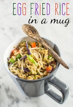 23 Mug meals that will take your microwave cooking to the next level. Image: egg fried rice in a mug Mug Cake Receta, Easy Microwave Recipes, Microwave Meals, Asian Recipes, Healthy Recipes, Single Serving Recipes, College Meals, College Food, Healthy Eating Habits