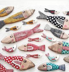 Pesci d'aprile. Paper Mache Sculpture, Fish Sculpture, Sculpture Ideas, Fish Wall Art, Fish Art, Fabric Fish, Clay Fish, Paper Art, Paper Crafts