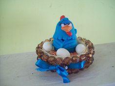 galinha  pintadinha   no ninho de pedrinhas  e galinha de  biscuit    ! R$7,00