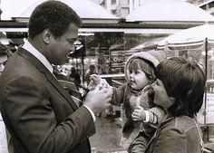 Muhammad Ali durante passeio pela Rua XV em 1987: curitibanos não acreditavam na visita |
