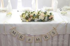 Kredens Pasji: Pudrowe wesele Kasi i Mateusza - dekoracja sali weselnej