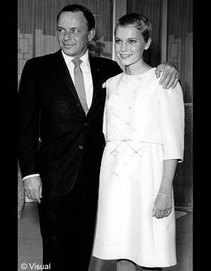 Le mariage de Frank Sinatra et Mia Farrow / Les meilleures photos de mariage de stars