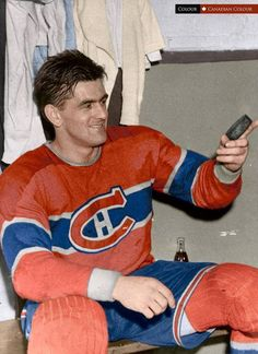 Maurice Richard lors des Séries de 1965!! Montreal Canadiens, Mtl Canadiens, Boston Bruins Hockey, Blackhawks Hockey, Maurice Richard, Montreal Hockey, Hockey Pictures, Hockey Memes, Ice Girls
