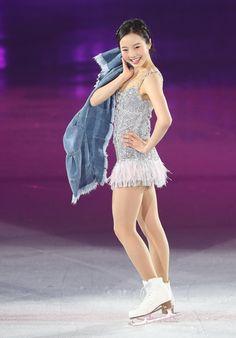 フィギュアスケート女子の本田真凜(16)は、新しい所属先を日本航空(JAL)とすることが9日、分かった。関係者によると同社初のフィギュアスケーターとなり、新… - 日刊スポーツ新聞社のニュースサイト、ニッカンスポーツ・コム(nikkansports.com)。 Figure Skating Outfits, Figure Skating Dresses, Kim Yuna, Beautiful Athletes, Medvedeva, Jessica Biel, Female Athletes, Japanese Girl, Asian Girl