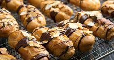 Συνταγή για εκλέρ από τον Άκη Πετρετζίκη. Φτιάξτε εύκολα και γρήγορα τα πιο νόστιμα και τραγανά σπιτικά εκλέρ! Γεμίστε τα με σοκολάτα και δεν θα μείνει ούτε ένα