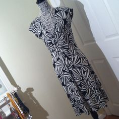 Black and white print dress Black and white dress.  The print is a palm leaf design.  The dress has a v-neck which has a roughing down the front. This dress is prefect for hiding any figure flaws. London Times Dresses