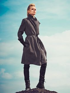 BurdaStyle Linen Coat pattern - we haven't tried it but plan to - it's cut on the bias and looks interesting. Burda Patterns, Coat Patterns, Clothing Patterns, Sewing Patterns, Sewing Clothes Women, Clothes For Women, Dress Making Patterns, Vest Pattern, Inspiration Mode