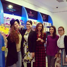 Il #bellissimo #Team di @pinktrotters #oggi nel nostro negozio #Equivalenza #padova #chic #glam #travellers. Venite anche voi a scegliere le vostre #fragranze  #liberatuaessenza #onlyessenza #profumi #blackfridaypadova 20 #novembre #pinktrotters #igerspadova #ig_veneto #ig_padua #instapadova #iblogger #igersitalia #youtubers #bloggers