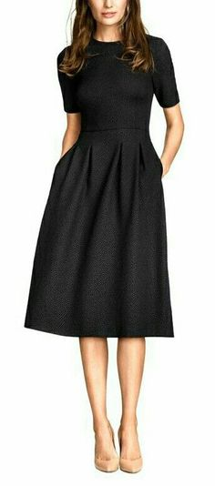 rochita verde ◆ allure style look robe noire black dress kleid chic glamour classic mode fashion Pretty Dresses, Beautiful Dresses, Dresses For Work, Long Dresses, Simple Dresses, Casual Dresses, Formal Dresses, Modest Dresses, Glam Dresses
