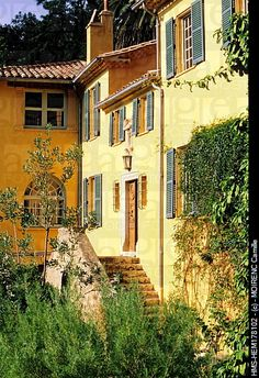 Provence - Sun always shines on these buildings!