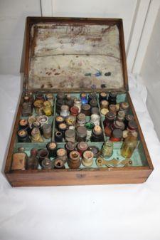 Object bekijken: Antique artists paint box