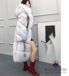 Fur and Faux Fur Online Boutique Chinchilla, Fox 6, Fox Fur Coat, Fur Coats, Fur Fashion, Womens Fashion, Queen Photos, White Fox, Cape Coat