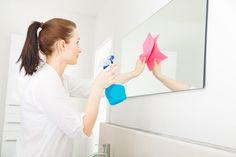 Le miroir, nous l'utilisons tous les jours pour faire notre toilette ou se bichonner. Un nettoyage régulier est donc primordial pour éviter les traces. Découvrez 5 astuces de grand-mère pour nettoyer et faire briller votre miroir.