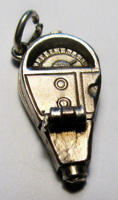 Vintage Sterling Silver OPENING PARKING METER w/CAR 3/D Bracelet Charm 3.1g. | 30 usd
