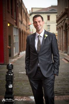 Groom portrait. Victoria BC wedding by Aplauso Studios