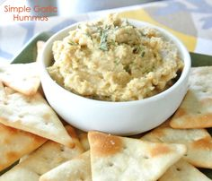Simple Garlic Hummus Recipe │Ditch the store bought hummus. A quick and simple hummus made in 5 minutes!