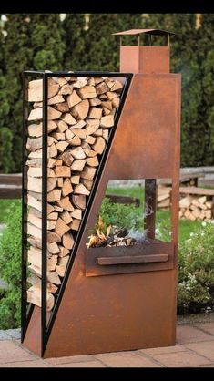 metal patio bbq fireplace with integrated wood storage Metallterrasse Grillkamin mit integriertem Ho Fire Pit Backyard, Backyard Patio, Backyard Landscaping, Outdoor Fire, Outdoor Living, Fire Pit Designs, Wood Storage, Patio Storage, Storage Ideas