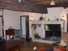 Simple et belle cheminée rustique d'un mas à proximité de la vallée des Baux de Provence. www.partenaire-europeen.fr/Annonces-Immobilieres/France/Provence-Alpes-Cote-d-Azur/Bouches-du-Rhone/Vente-Maison-Villa-F10-GRAVESON-752533