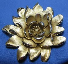 Vintage Crown Trifari Open Rose Blossom Flower Large Goldtone Metal Pin Brooch