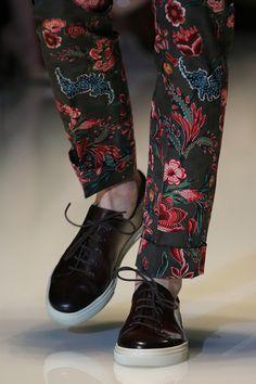 exceptdissent: mugenstyle: Those Trousers YO give me those. Vogue Paris, Spring Fashion, Fashion Show, Fashion Design, Urban Fashion, Mens Fashion, Vogue Men, Moda Casual, Mens Gear