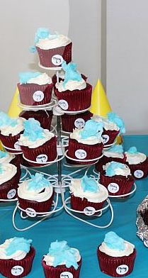 Dr. Seuss Birthday Party: Thing 1 & Thing 2 Cupcakes