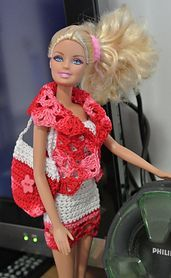 This is a free crochet pattern download from Ravelry: completo corto di Barbie pattern by anna maria