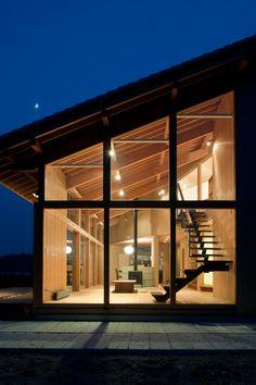 栃木県鹿沼市の古賀志山を眺めるのどかな土地に、 瓦屋根の住宅の紹介です。