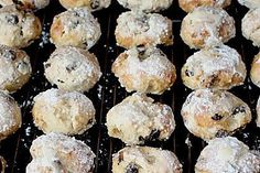 Christmas Recipes DELICIOUS – also with yoghurt: Quarkstollen confectionery Oreo Desserts, Pudding Desserts, Sweet Bread Meat, Law Carb, Cookie Recipes, Dessert Recipes, Winter Food, Confectionery, Christmas Baking