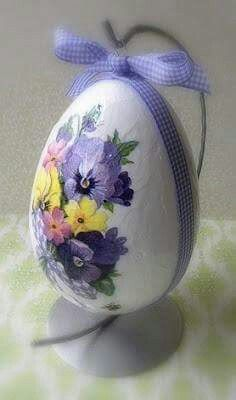 *EASTER ~ decoupaged egg decoration with pansies. Easter Egg Crafts, Easter Projects, Easter Eggs, Easter Ideas, Spring Crafts, Holiday Crafts, Holiday Decor, Egg Shell Art, Decoupage