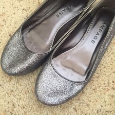 NEW BALLERINAS (RAMPAGE) NWOB NEW WITH OUT BOX. RAMPAGE BRAND. COLOR: SILVER/GRAY, PERFECT CONDITIONS. NEVER USED. ❌SMOKE FREE ❌NO TRADES❌No returns❌ 🐶KIKI IS A TOP SELLER🐶 MAKE AN OFFER AND ITS UOURS :) Rampage Shoes Flats & Loafers