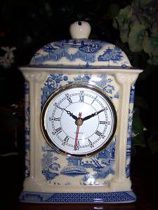 ✿ڿڰۣ(̆̃̃•Aussiegirl clock I just bought this clock last week to add to my ever growing Blue and White collection Blue Willow China, Blue And White China, Love Blue, Chinoiserie, Antique Mantel Clocks, Mantle Clock, White Clocks, Blue Dishes, Willow Pattern
