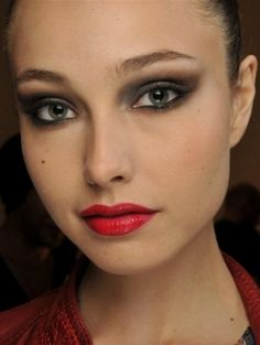 Easy Holiday Makeup Ideas