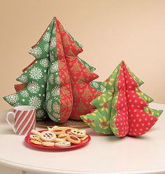 I love these little trees, and am gonna make some for gifts next Christmas!