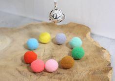 cadeau de noel collier diffuseur d'huiles essentielles. Boule avec arbre de vie et coloris au choix. : Collier par zen-et-nature