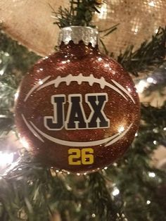 The inside is coated with a brown glitter. The football lace image and name are applied by hand on the outside of the ornament with commercial grade vinyl. Vinyl Ornaments, Clear Ornaments, Glitter Ornaments, Painted Ornaments, Beaded Ornaments, Cricut Ornament, Ornaments Ideas, Angel Ornaments, Snowman Ornaments