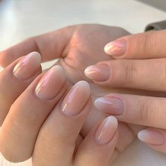 The advantage of the gel is that it allows you to enjoy your French manicure for a long time. There are four different ways to make a French manicure on gel nails. Shellac Nails French, Ombre French Nails, Oval Nails, Nail Manicure, Matte Nails, Ombre Nail, Metallic Nails, Pink Nail, Nail Polish