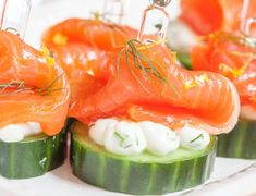 Cucumber Canape with Dill, Cream Cheese and Smoked Salmon Appetizer Clean Eating Recipes, Healthy Eating, Healthy Food, Smoked Salmon Appetizer, Cute Snacks, Healthy Recepies, Good Food, Yummy Food, Perfect Food