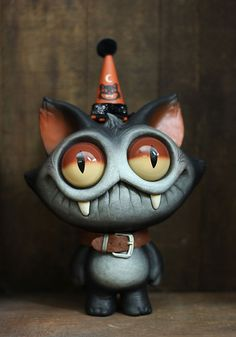 Creepy and cute - i was tempeted to pin this elsewhere, but changed my mind ❤ ~~ Anna Constable~~ Clay Monsters, Little Monsters, Polymer Clay Creations, Polymer Clay Crafts, Toy Art, Diy Halloween Decorations, Halloween Crafts, Sculpture Clay, Sculptures