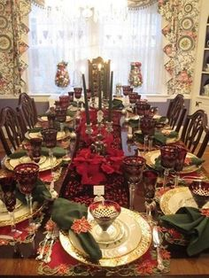 Thinking about new Christmas Table Decorating Ideas. Well, here is an excellent round-up of Christmas table decorations that would give you enough ideas. Christmas Tabletop, Christmas China, Christmas Dishes, Christmas Table Settings, Christmas Tablescapes, Christmas Tea, Christmas Table Decorations, Decoration Table, Holiday Decor