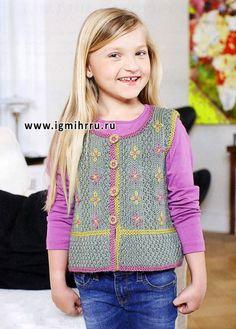 Практичный и нарядный жилет с вышивкой для девочки. Спицы
